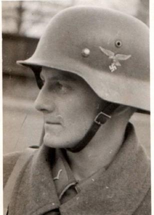 altes-foto-soldat-mit-stahlhelm-um-1939-40-_57